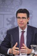 Foto: Soria cree que les prospecciones van beneficiar al sector turísticu canariu (EUROPA PRESS)