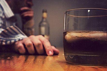 Foto: Menos del 10% de alcohólicos reciben tratamiento en España (B ROSEN/FLICKR)