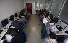Foto: 40 cursos universitaris en línia gratuits per fer el novembre i desembre (OSMAN ROSAL/REUTERS)