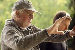 Foto: Hugh Hudson presenta en la Fundación Botín la película 'Revolución' (MANOLO PAVÓN/FUNDACIÓN BOTÍN)
