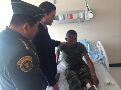 Foto: Els dos soldats alliberats per les FARC romandran dos o tres dies a l'hospital (TWITTER)