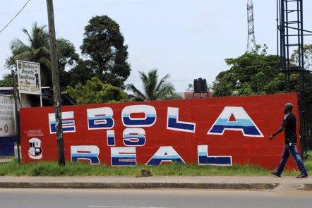 Foto: Médicos del Mundo pide al Gobierno que facilite a los facultativos viajar a África para luchar contra el ébola (STRINGER . / REUTERS)