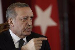 """Foto: Erdogan dice que """"los extranjeros"""" no pueden solucionar los conflictos regionales y que sólo buscan riquezas (INTS KALNINS / REUTERS)"""