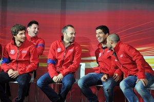 Foto: Los jugadores del FC Barcelona reciben sus coches audi (DAVID OLLER)