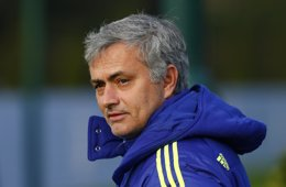 """Foto: Mourinho: """"Es evidente que lo de Messi no es cierto"""" (EDDIE KEOGH / REUTERS)"""