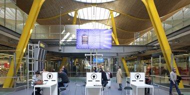 Foto: Las 'low cost' transportan 3,9 millones de pasajeros hasta noviembre (AEROPUERTO DE BARAJAS)