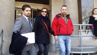 Foto: Teresa Romero y el exconsejero de Sanidad no llegan a un acuerdo (EUROPA PRESS)