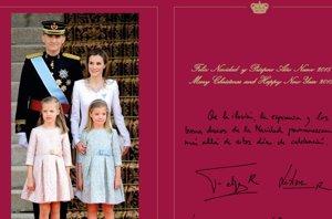 Foto: Felipe VI y Letizia nos felicitan la Navidad como Reyes con Leonor y Sofía (CASA REAL )