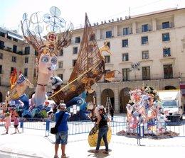 Foto: Les Fogueres de Sant Joan d'Alacant, declarades Bé d'Interès Cultural Immaterial (EUROPA PRESS)
