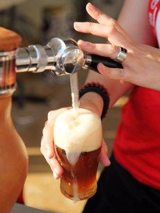 """Foto: La cervesa pot ser la beguda """"idònia"""" per acompanyar els àpats lleugers després dels excessos del Nadal (PHOTOGRAPHER: GABI ORTE)"""