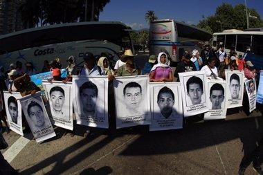 Foto: Denuncian que el Gobierno mexicano ya no busca a los 43 estudiantes 'normalistas' (JORGE LOPEZ / REUTERS)