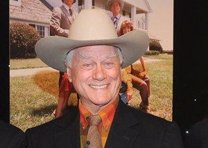 Foto: Larry Hagman, acusado de incumplimiento de contrato por morirse (CordonPress)