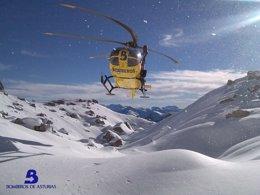 Foto: Evacuáu n'helicópteru un montañeru que sufrió un esguince na zona de Fuente Dé (EUROPA PRESS)