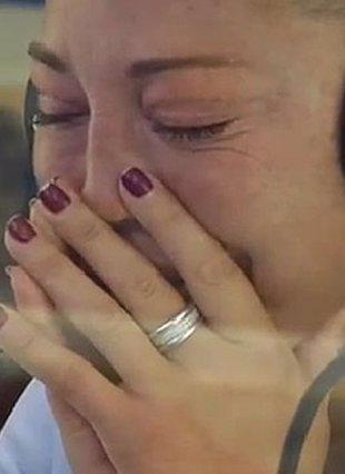 Foto: Belén Esteban en shock tras los abucheos del público (TELECINCO)