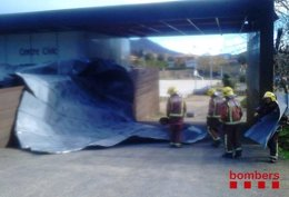 Foto: 330 llamadas al 112 por el viento (BOMBERS DE LA GENERALITAT)