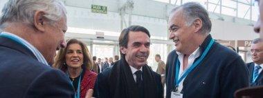 Foto: El matrimonio Aznar-Botella sale de la Convención del PP entre aplausos y sin pronunciarse sobre el discurso de Rajoy (PP)