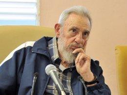 """Foto: Fidel Castro: """"nun confío na política d'EEUU nin intercambié palabra con ellos"""" (HANDOUT . / REUTERS)"""