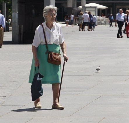 Foto: La pérdida y el aumento de peso, relacionados con mayor riesgo de fractura en mujeres mayores (EUROPA PRESS)