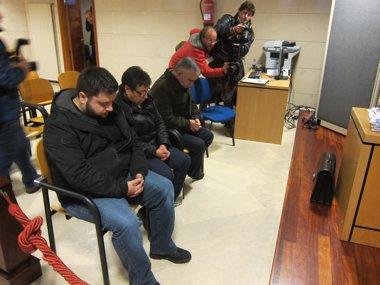 Foto: Unha testemuña recoñece a súa sinatura pero di que non asinou o contrato a Castiñeiras (EUROPA PRESS)