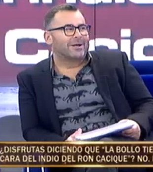 Foto: Jorge Javier Vázquez examina los pechos de Carmen Gahona en directo (TELECINCO)
