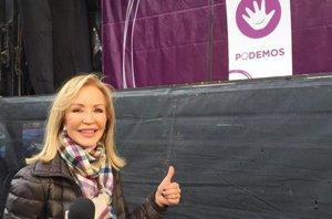 Foto: Carmen Lomana, enviada especial de 'Hable con ellas' a la marcha de Podemos (TWITTER)