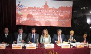 Foto: Alonso y Susana Díaz reclaman el compromiso de instituciones y fuerzas políticas para luchar contra las patologías raras (EUROPA PRESS)