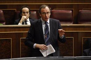 Foto: Alonso pide al PSOE que apoye a los profesionales sanitarios donde gobierna (EUROPA PRESS)