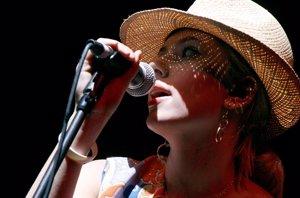 Foto: Scarlett Johanson, sexy actriz y sexy cantante con The Singles (GETTY)
