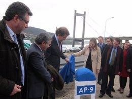 Foto: Pastor e Feijóo descobren a primeira 'pedra' da ampliación da AP-9 e Rande (EUROPA PRESS)