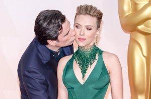 Foto: Scarlett Johansson explica su 'momento Travolta' en los Oscar (ANTHONY BEHAR)