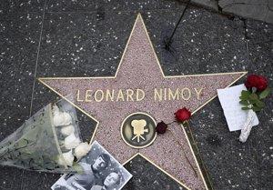 Foto: La Estrella de la Fama de Leonard Nimoy, un altar improvisado (CORDON PRESS)