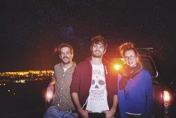 Foto: Els Catarres il·luminen el nou single 'En peu de guerra',