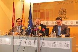 Foto: Ponce, Castella y Javier Ambel, premiados por la Peña 'El Trapío' (EUROPA PRESS/MINHAP)