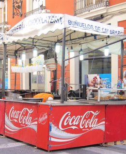 Foto: Los puestos de buñuelos empiezan a tomar Valencia (EUROPA PRESS)