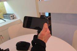 Foto: MWC.- Una empresa catalana crea un accessori d''smartphones' per a fotògrafs professionals (EUROPA PRESS)