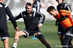 Foto: Futbol.- Otamendi, disponible per al partit del Calderón (WWW.VALENCIACF.COM)