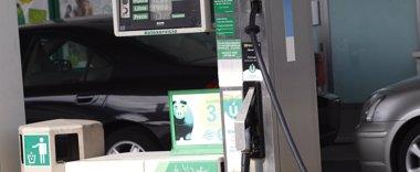 Foto: La OCU aspira ahorrar más de 8 céntimos por litro con su compra colectiva de carburante (EUROPA PRESS)