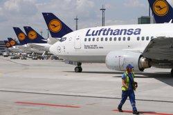 Foto: Acc.Aeri.- Les accions de Lufthansa es desplomen gairebé un 3% després dels detalls de l'accident (RALPH ORLOWSKI / REUTERS)