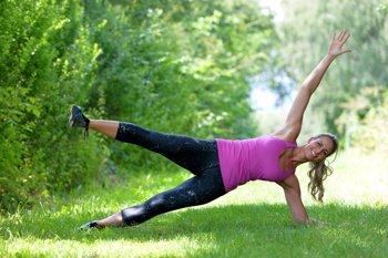 Foto: 4 sencillos ejercicios para mejorar tu elasticidad (CORDON PRESS)