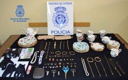 Foto: Detenidas dos jóvenes por sustraer joyas y dinero en domicilios (POLICÍA NACIONAL)