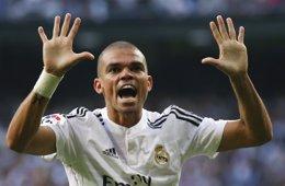 Foto: Pepe sufre una lesión muscular en el muslo derecho (REUTERS)