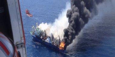 Foto: La mancha de fuel del pesquero ruso oscila entre 348 y 1.028 toneladas (EUROPAPRESS)