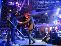 Foto: Loquillo revisita sus clásicos junto a la banda rockabilly Nu Niles (EUROPA PRESS)
