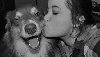 Un perro con su dueña