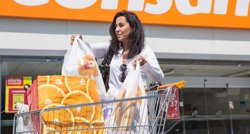 Foto: Govern vol prohibir les bosses de plàstic gratis pactant amb els comerços (AIDO)