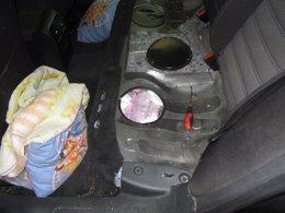 Foto: Tres detenidos al intentar embarcar con tres menores y 197 kilos de hachís en su coche (EUROPA PRESS/GUARDIA CIVIL)