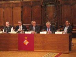 Foto: Paul Preston lliura el seu arxiu i llibres al monestir de Poblet en un acte a Barcelona (EUROPA PRESS)