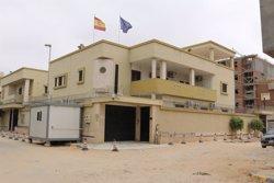 Foto: Un artefacte casolà explota a l'Ambaixada d'Espanya a Líbia (REUTERS)