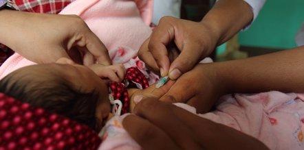 Foto: Los objetivos del plan de vacunas de la OMS para 2015, lejos de conseguirse (FLICKR/ DFAT PHOTO LIBRARY/CCBY2.0)