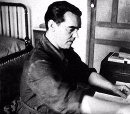 """Foto: Sale a la luz un informe policial de 1965 que alude al asesinato de Lorca por """"socialista, masón y homosexual"""" (EDUARDO BLANCO AMOR)"""